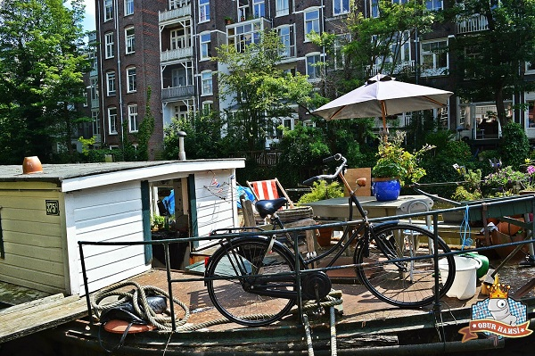 Amsterdam'da kanal evler