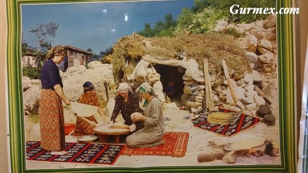 Tandır Ekmeği yapan Kadınlar