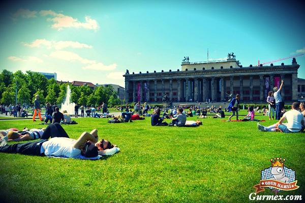Berlin Müzeler,Berlin-altes-museum-eski-muze-bahcesi