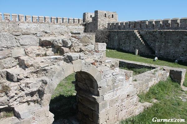 Bozcaada Kalesi giriş saatleri