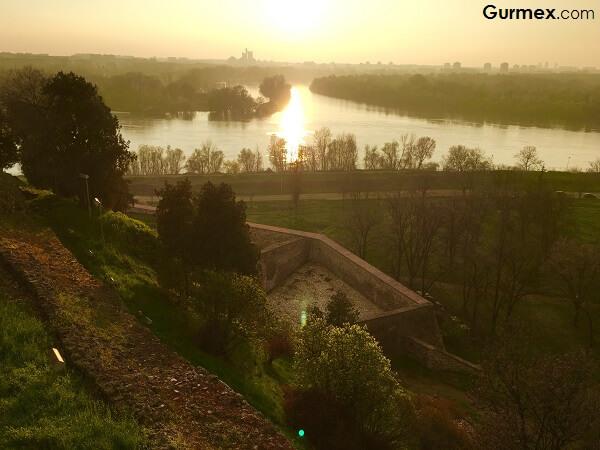 Otobüsle Balkan Turu, Tuna ve sava nehri belgrad