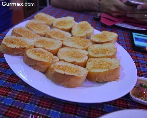 Fırında sarımsaklı yağlı ekmek