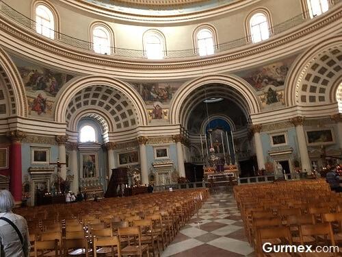 Mosta Aziz Mary Kilisesi Malta Yeme İçme