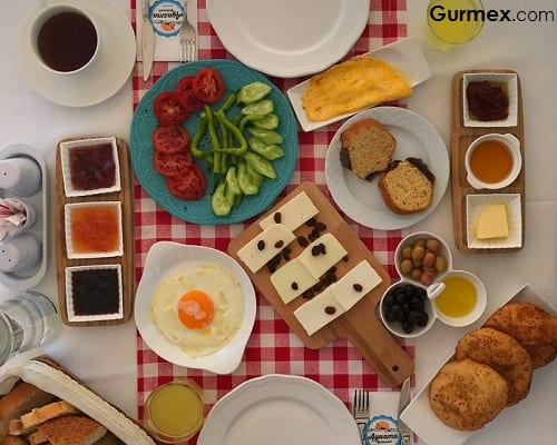 Bozcaada kahvaltı mekanları Bozcaada'da Kahvaltı Alicante Otel
