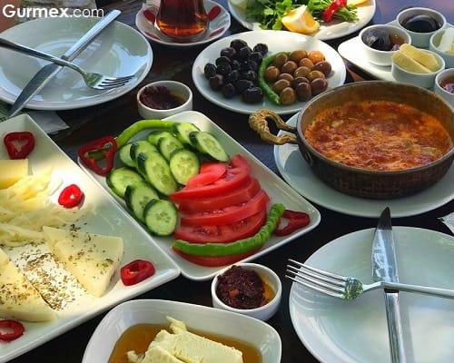 Bozcaada kahvaltı yapılacak yerler Bozcaada'da Kahvaltı Çınaraltı Cafe