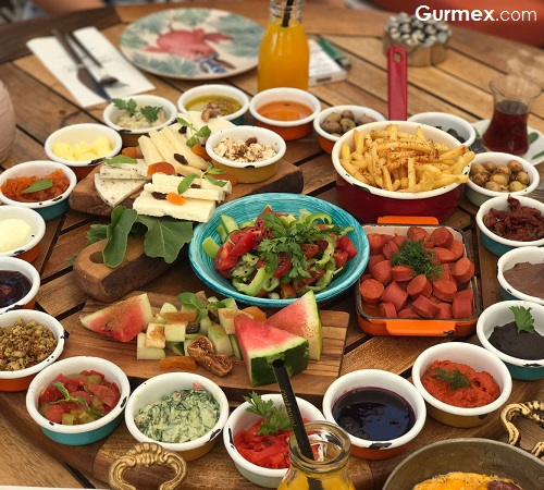 Cunda'da en iyi kahvaltı