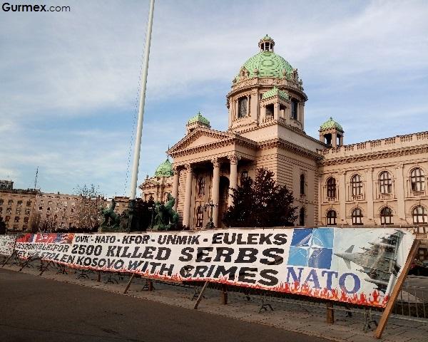 Parlemento binası taşmeydan Belgrad